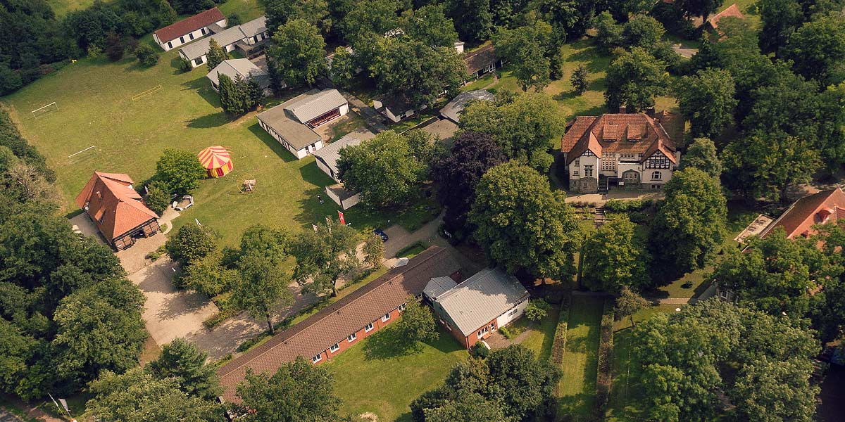 Luftaufnahme des Bildungszentrums Heimvolkshochschule Hustedt e.V.