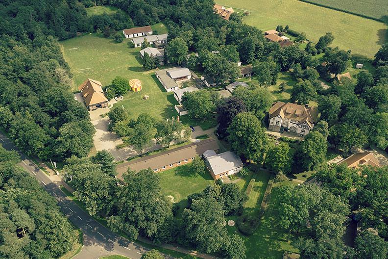 Inmitten der Natur: Das Bildungszentrumliegt auf einem 80.000 m² großen Parklandgrundstück